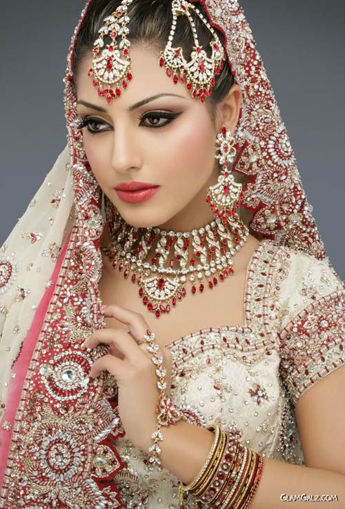 indian_brides_with_eastern_makeup_1